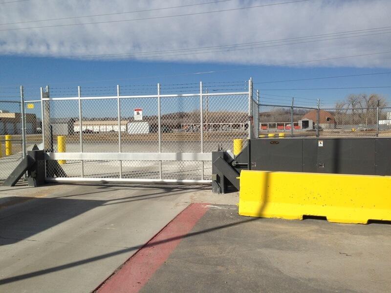 Tilt-a-way-gate